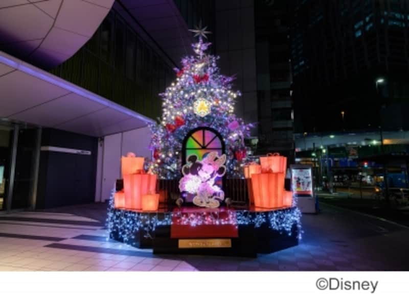 約7mの「ミッキーマウス」と「ミニーマウス」のクリスマスツリー