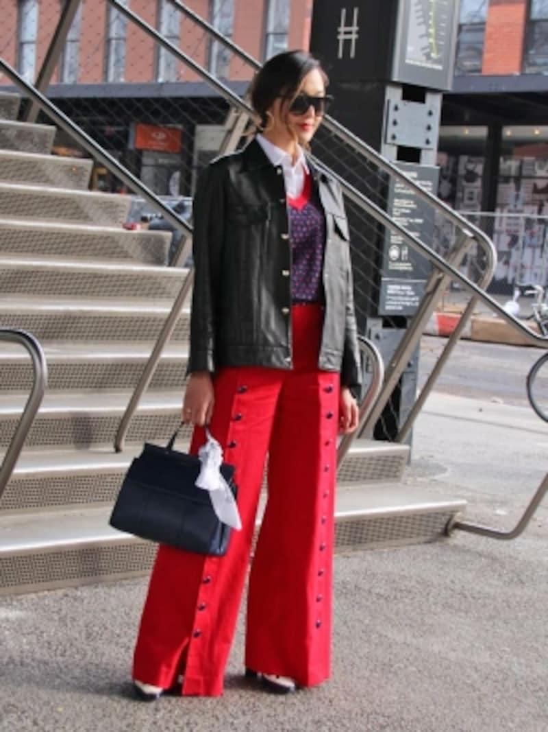 赤のワンドパンツに黒レザーが映えるundefined(c)RieMiyata