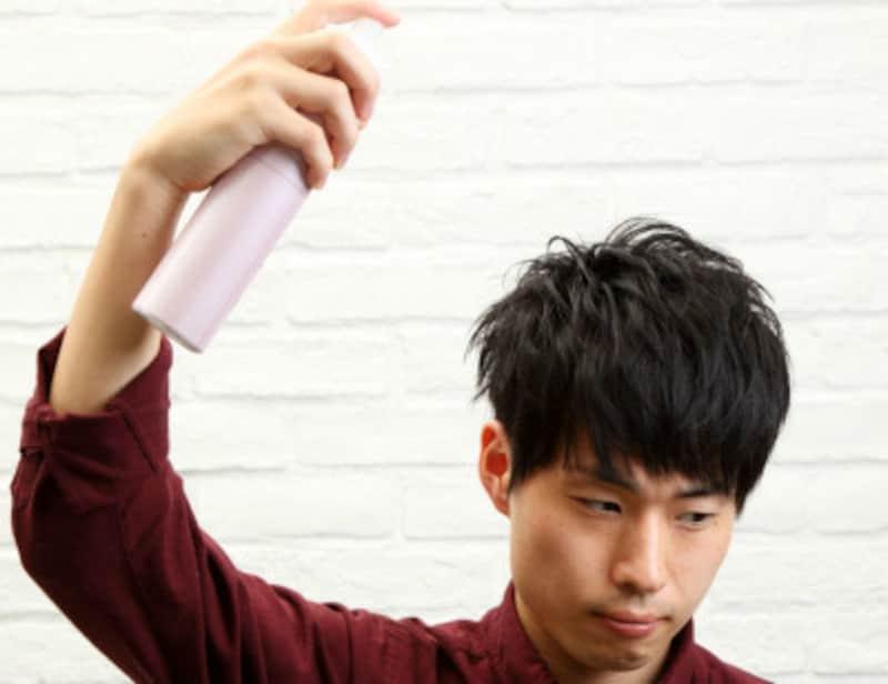 メンズヘアスプレーの正しい使い方と男の前髪への付け方
