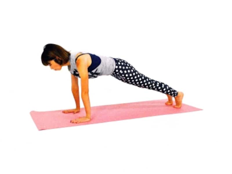 バックスタイル美人になるエクササイズ6undefined両腕を伸ばし、両足も伸ばし動作1に戻る