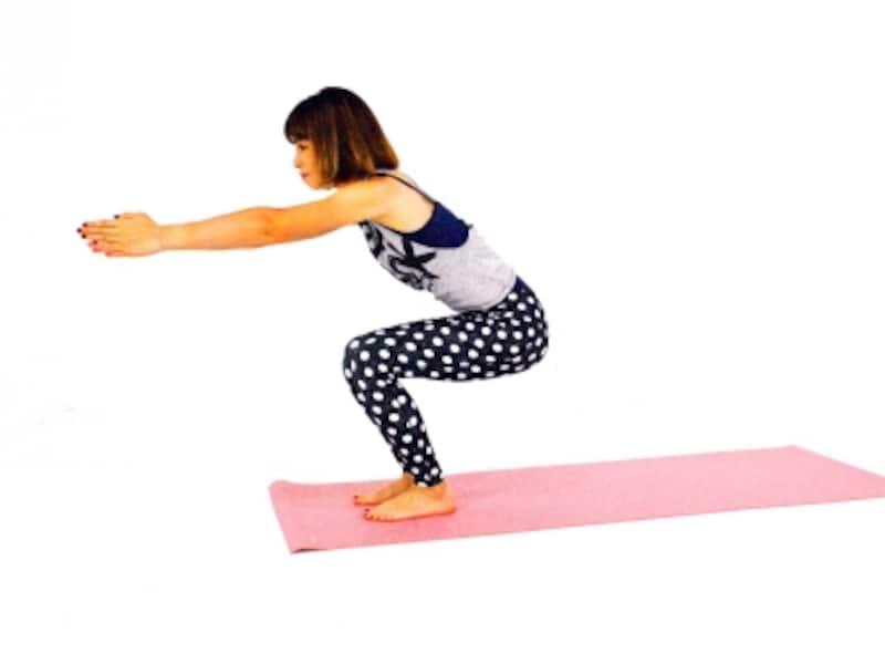 グルッと全身エクササイズ5undefined膝が90度曲がる位置まで上体を起こし、スクワット