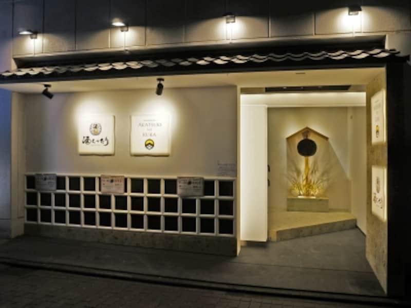 横浜駅西口からすぐのビル2階にオープンした日本酒専門店「AKATSUKINOKURA」「酒とったり」(画像提供:広報事務局)