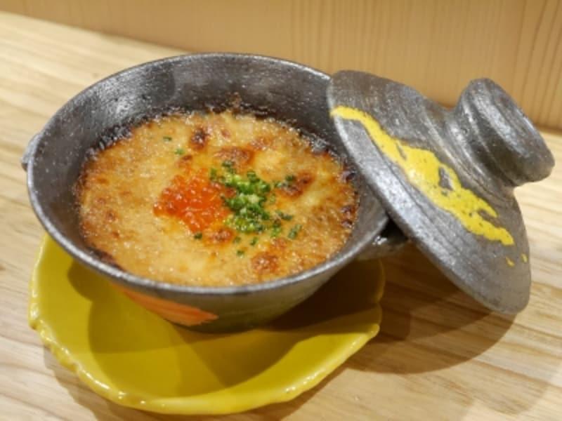 「海鮮土鍋グラタン(980円)」料理もおいしいので日本酒が飲めない方も飲める人と一緒に訪れてみては(2017年11月17日撮影)