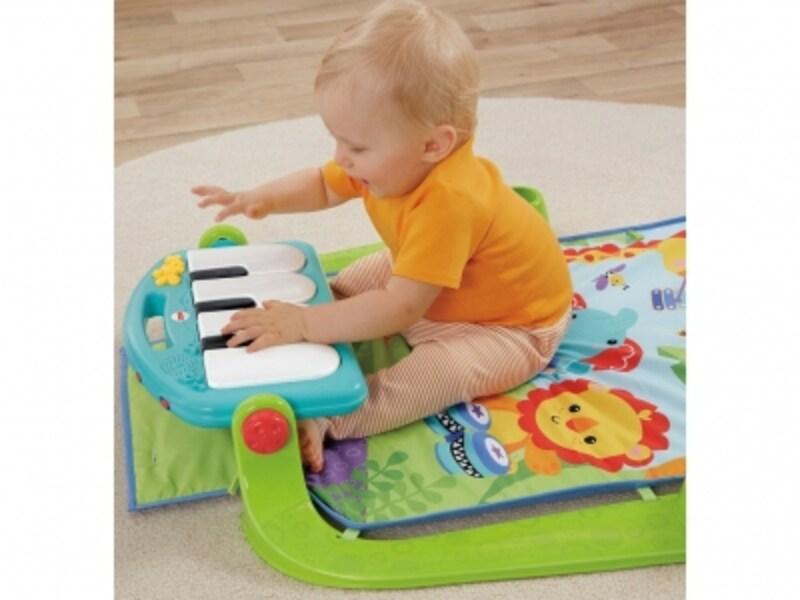 鍵盤を押すと音が鳴り、音楽も流れます