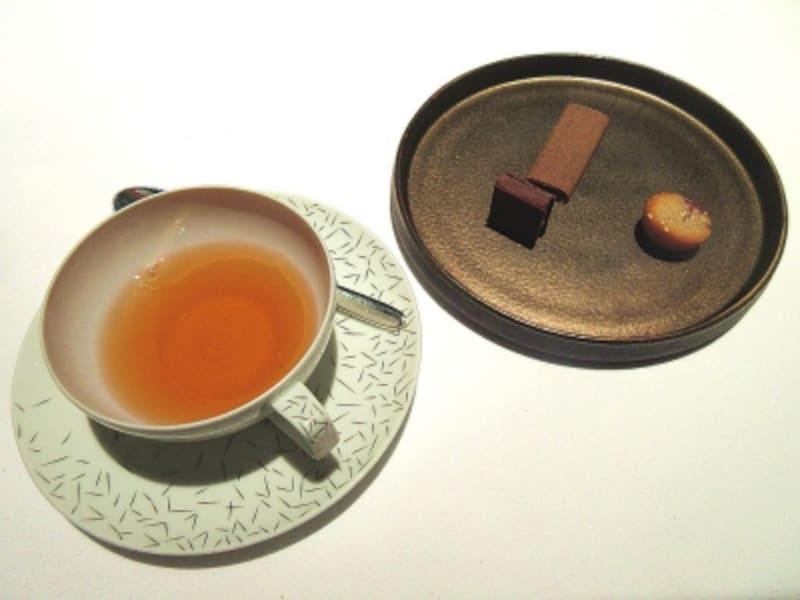 アジュールフォーティーファイブ小菓子と飲み物