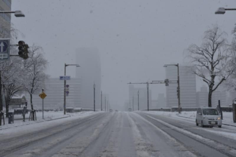 アイスバーン(路面凍結)の前にスタッドレスタイヤを