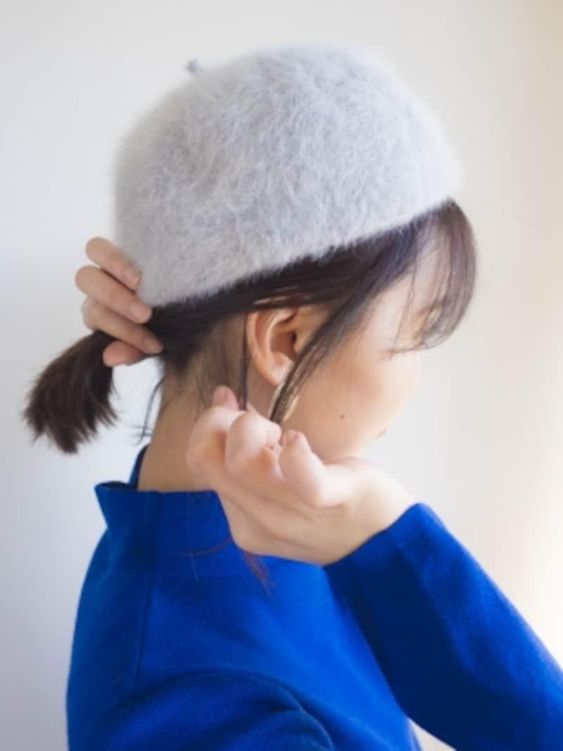 耳の上半分がかぶるようにするとこなれて見える