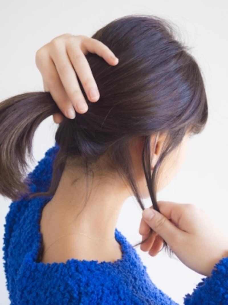 フェイスライン、耳後ろ、うなじに後れ毛を下ろす