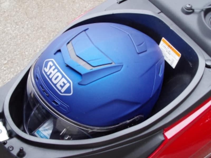Mサイズのヘルメットがギリギリ納まった