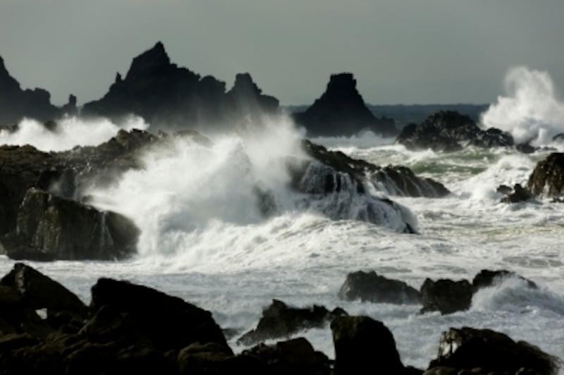 日本海側で発生することの多い「爆弾低気圧」とは何か