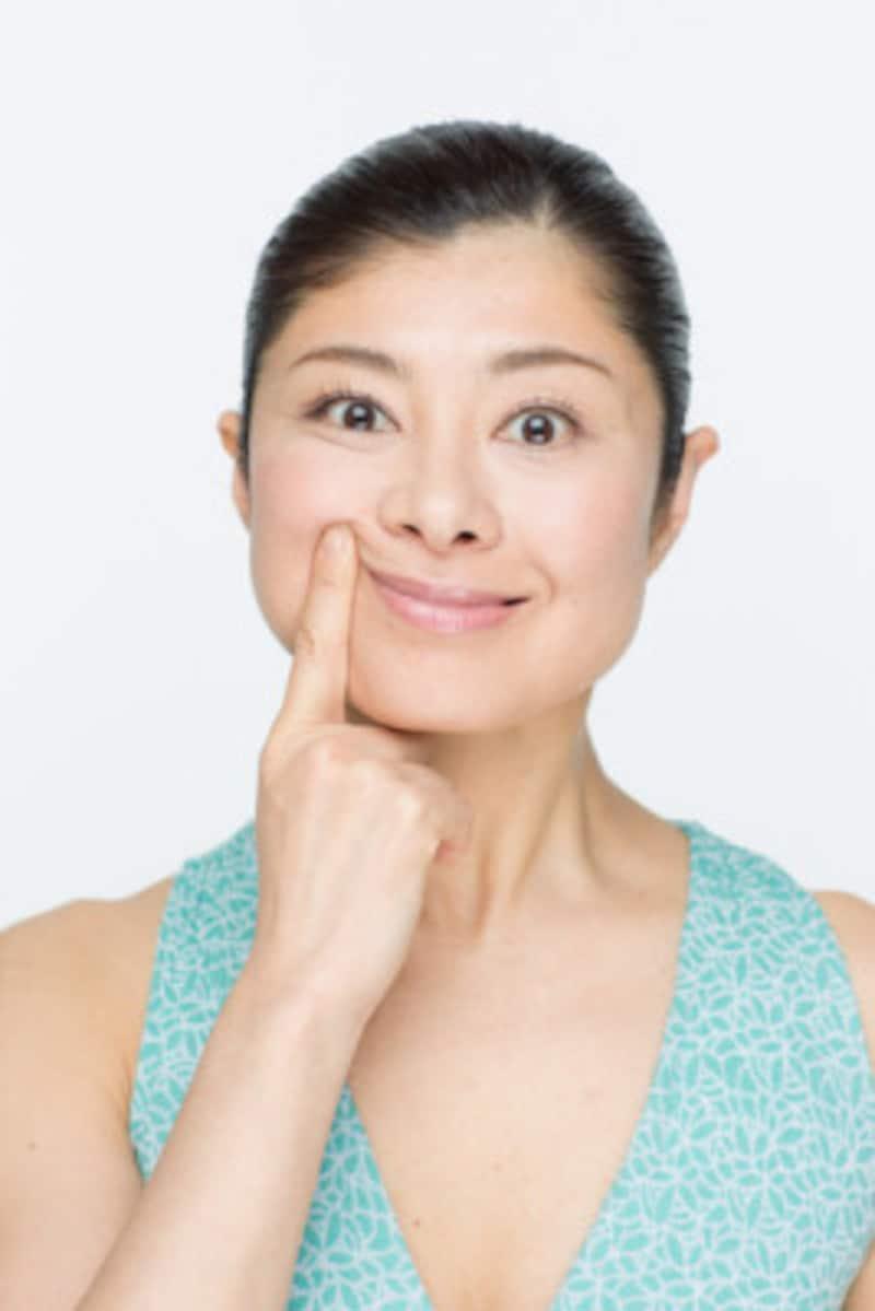 自然な笑顔の作り方、ポイントは頬と口角