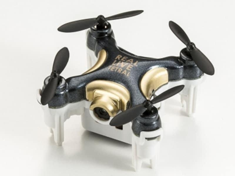 超小型なのに安定飛行が可能。約45分の充電で約3分の飛行が可能です