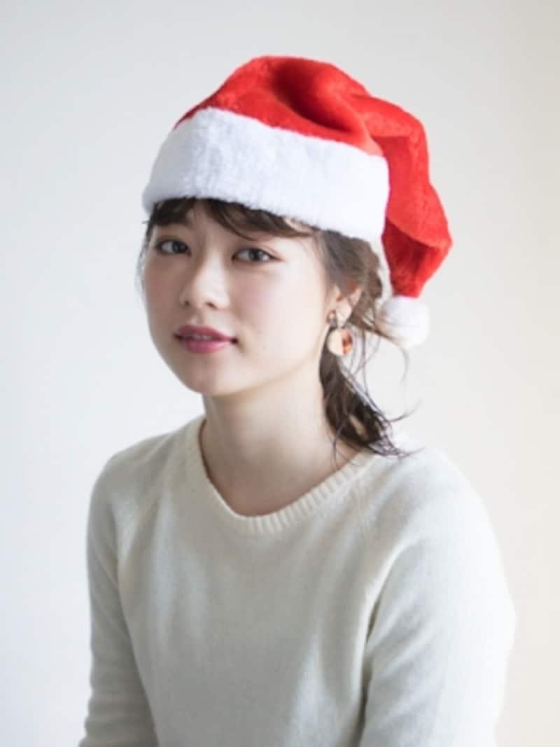 クリスマスパーティーにおすすめの帽子ヘアアレンジ