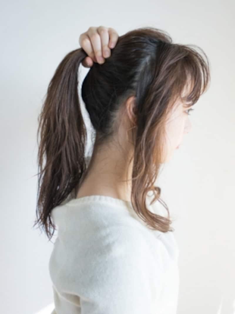 サイドとバックに髪をざっくり分ける