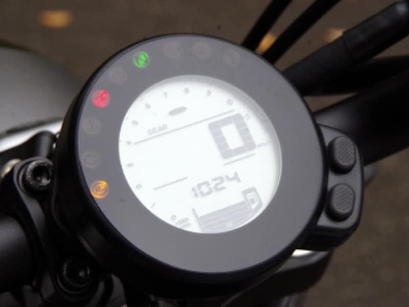 XSR700のメーターは丸型に変更