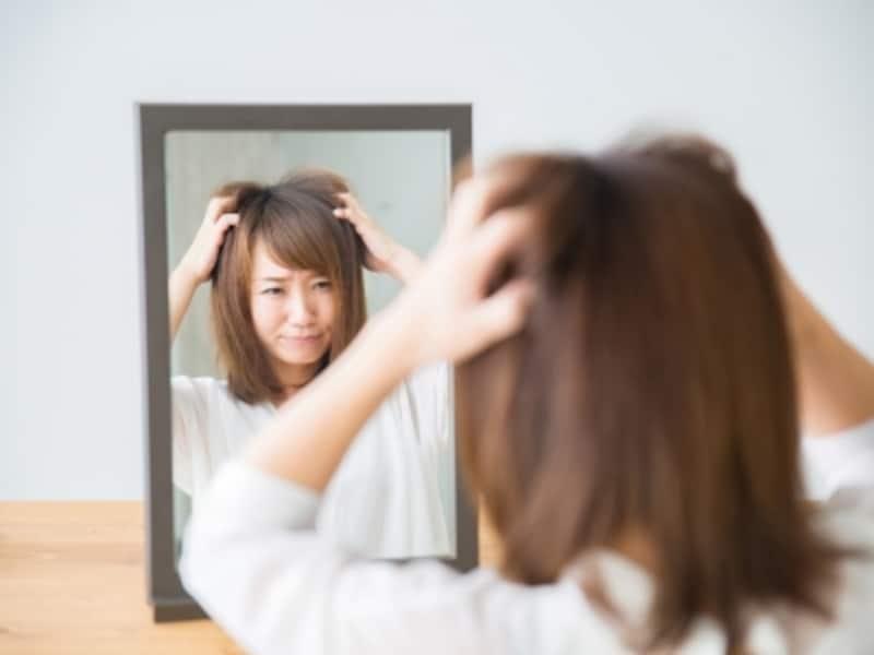 髪が広がりやすいのは毛量のせい?それともクセ毛のせい?