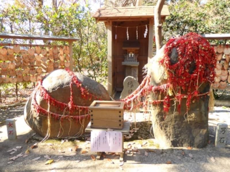 葛原岡神社の男石・女石
