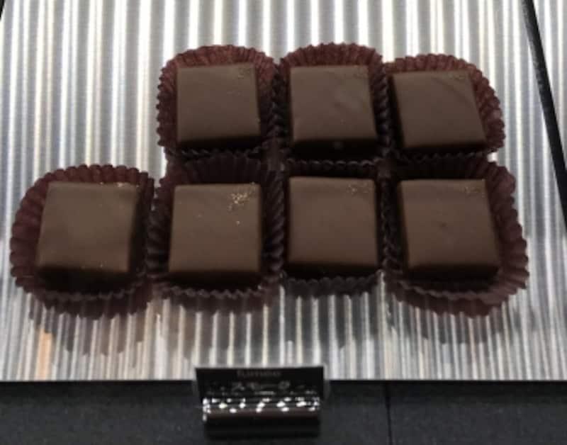 ボンボンショコラ「スモーク」ショコラトリーカルヴァ
