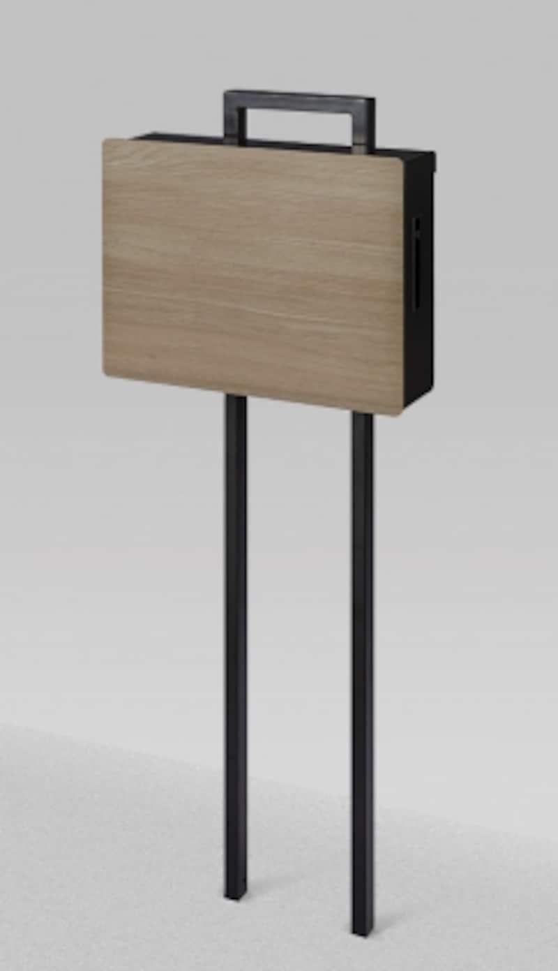 フラットで奥行きを抑えたデザインとオーク柄の木目がモダンな印象に。タッチパネル式の電子錠を搭載したポスト。[ネクストポストundefinedポール建てタイプundefinedグレイッシュオーク]undefinedLIXILundefinedhttp://www.lixil.co.jp/