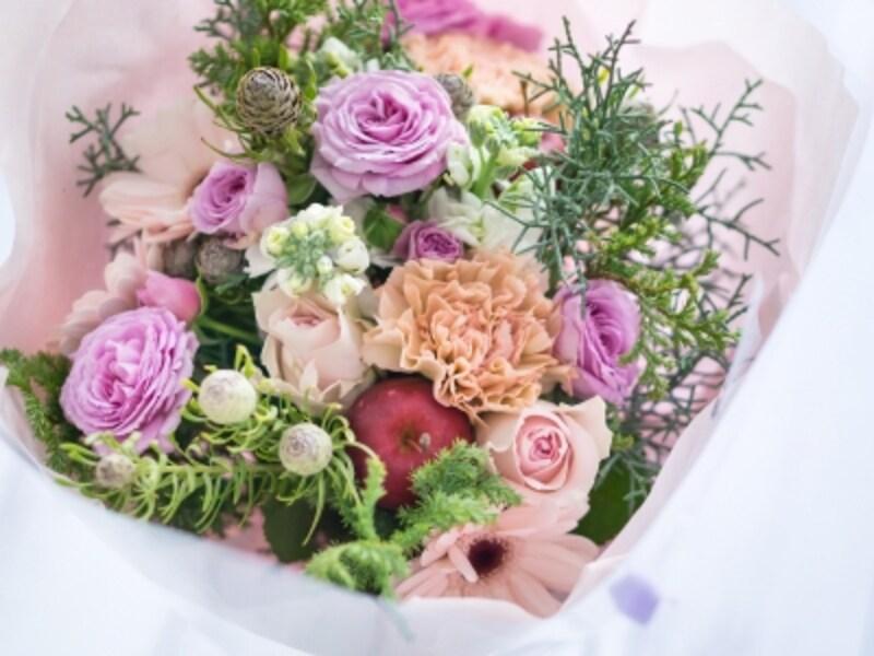紫色のバラ,インスピレーションを与える、紫色のバラのフラワーアレンジメント