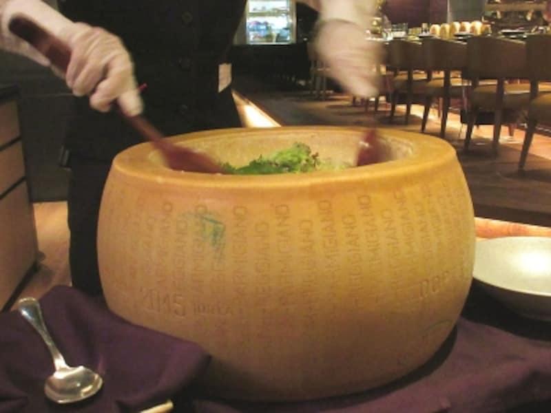 浅草ビューホテル薪火「国産新鮮野菜のパルメザンチーズであえたシーザースサラダ風」