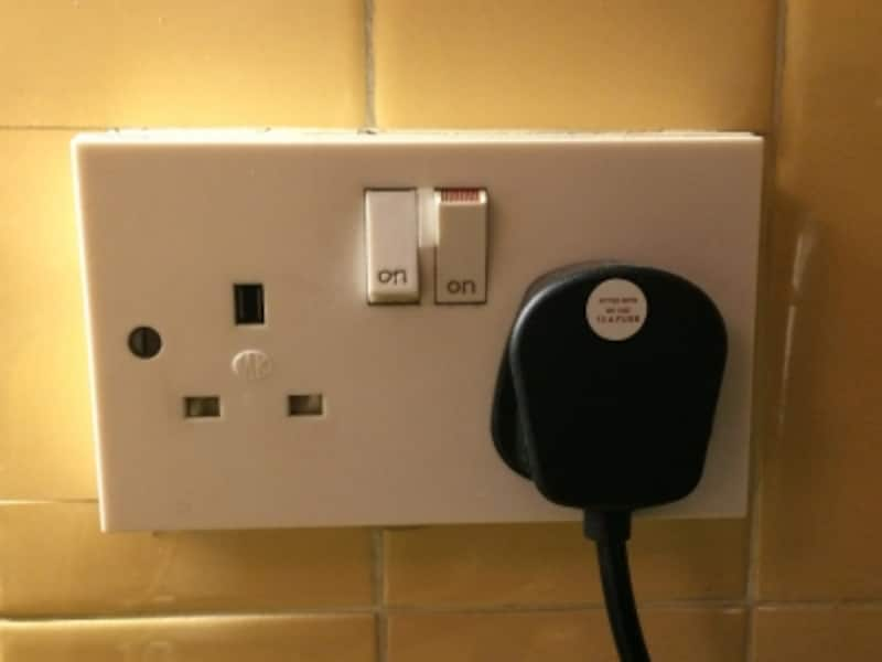 イギリスのコンセント、壁のスイッチ