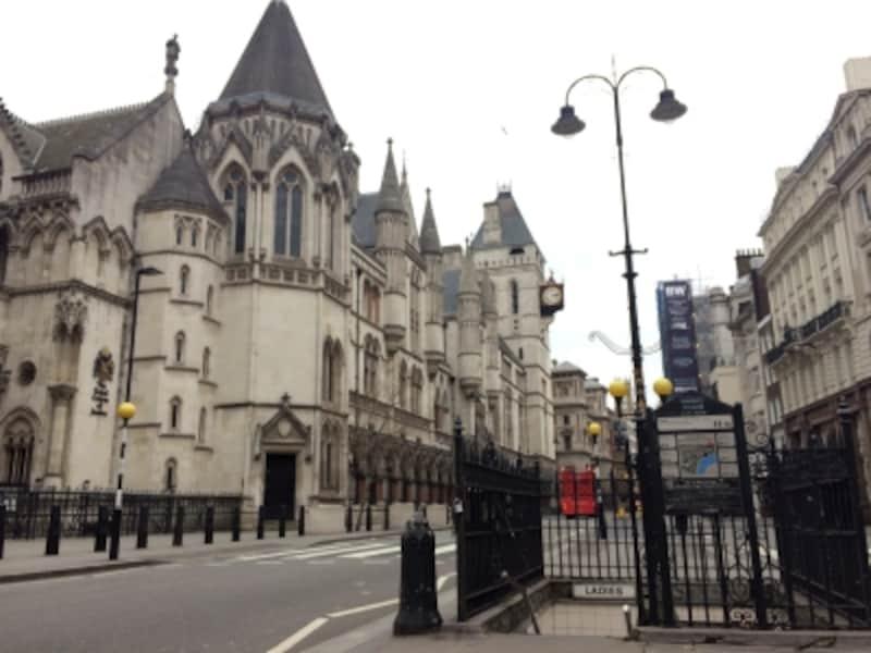 ロンドン、王立裁判所前の地下公衆トイレ