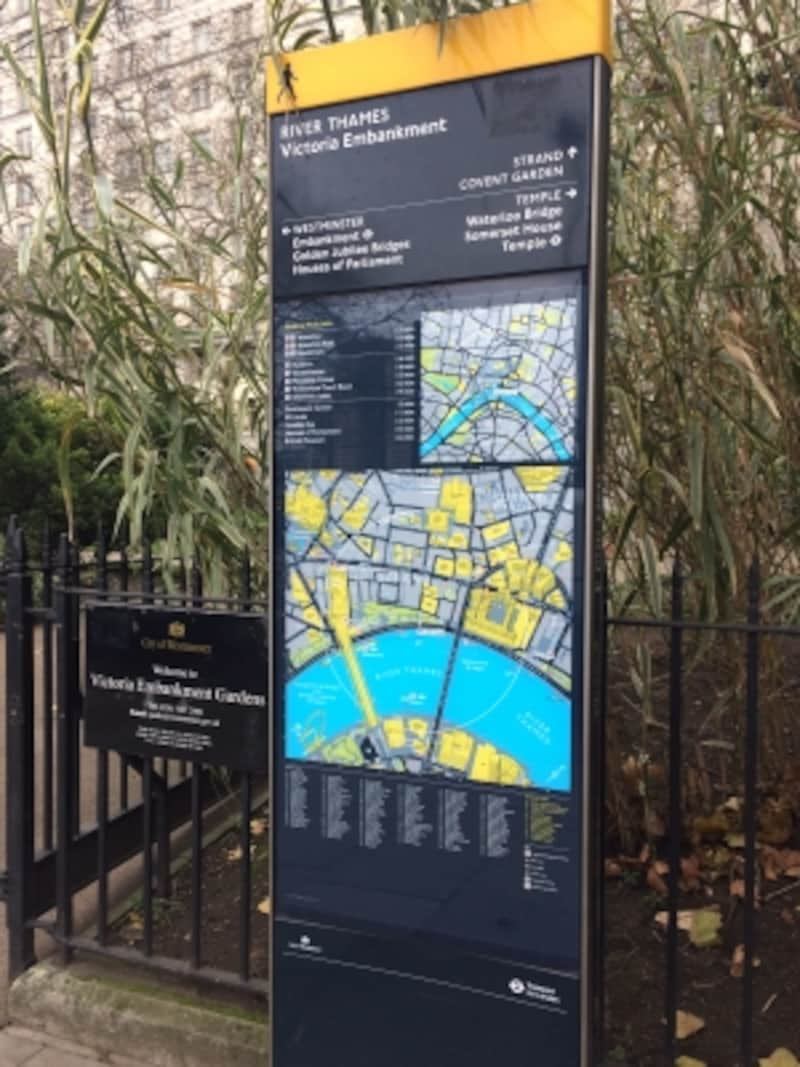 ロンドン、周辺地図の案内板
