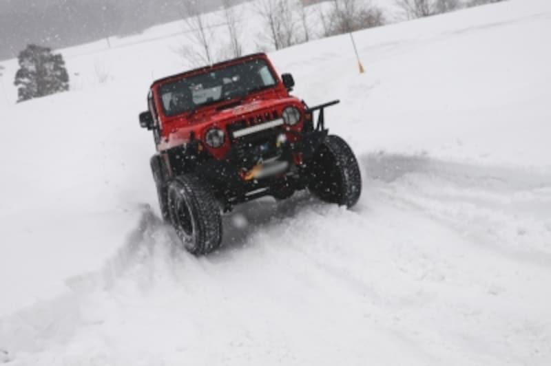 雪道ならではの運転の楽しさもあることを忘れずに!