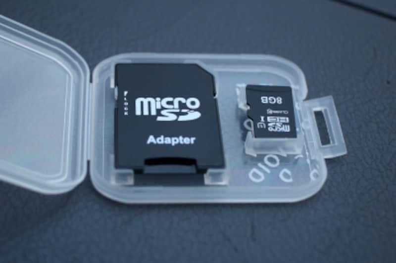 ドライブレコーダーで録画した映像を保存できるカードです。