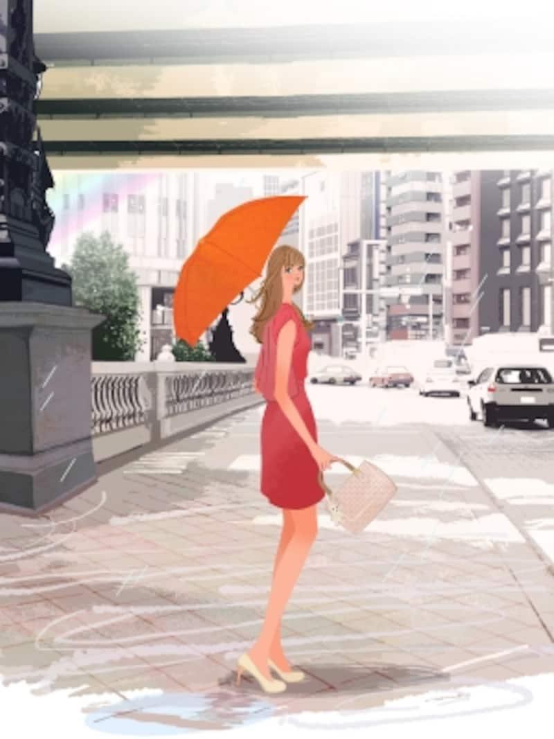 オレンジ色の傘をさした女性,赤いワンピース,カラーコーディネート