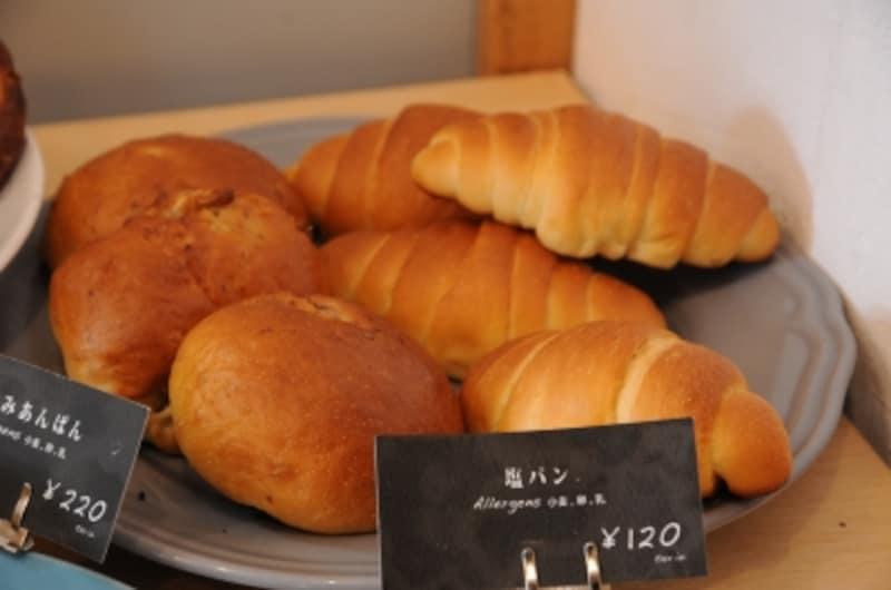 くるみあんパンと塩パン