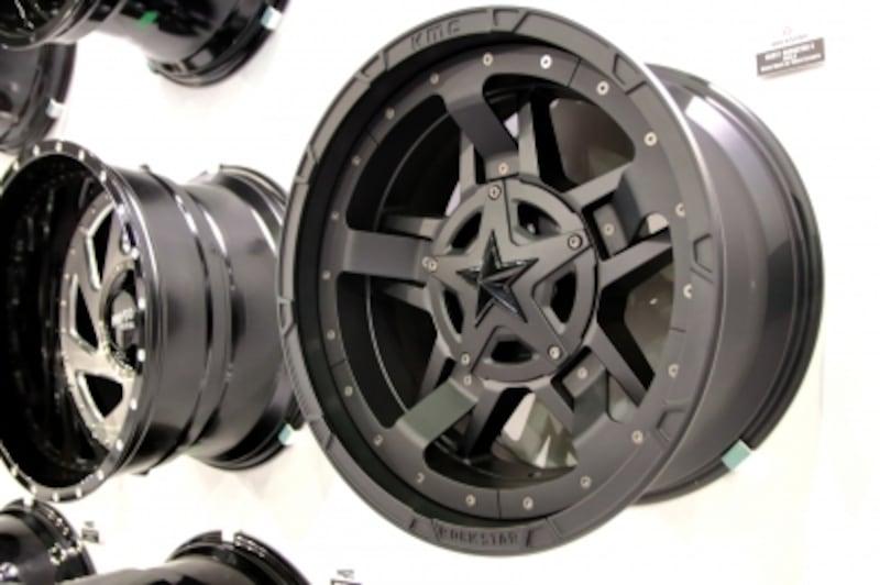ロックスターのホイールはジープに相性抜群のデザイン。種類も豊富で性能も抜群です。