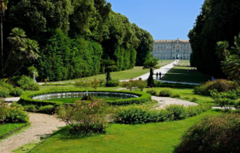 美しい庭から見えるカゼルタ宮殿undefinedPhotobyMassimoFrasson