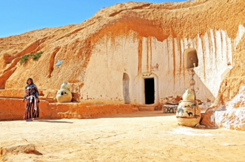 岩に内部をくり抜いて作られた住居undefinedPhotobyDennisJarvis
