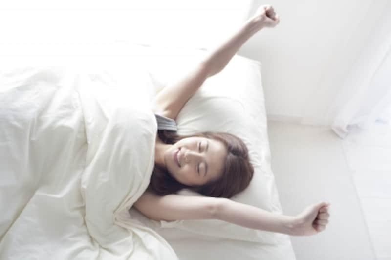 睡眠の質を上げてくれる、おすすめ快眠家電をご紹介します。今回の冬の安眠&目覚め編は、入眠編と合わせてチェックを