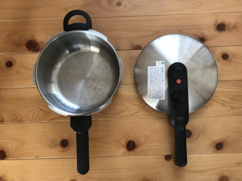 家にやってきた4L圧力鍋。蓋を開けたところ。