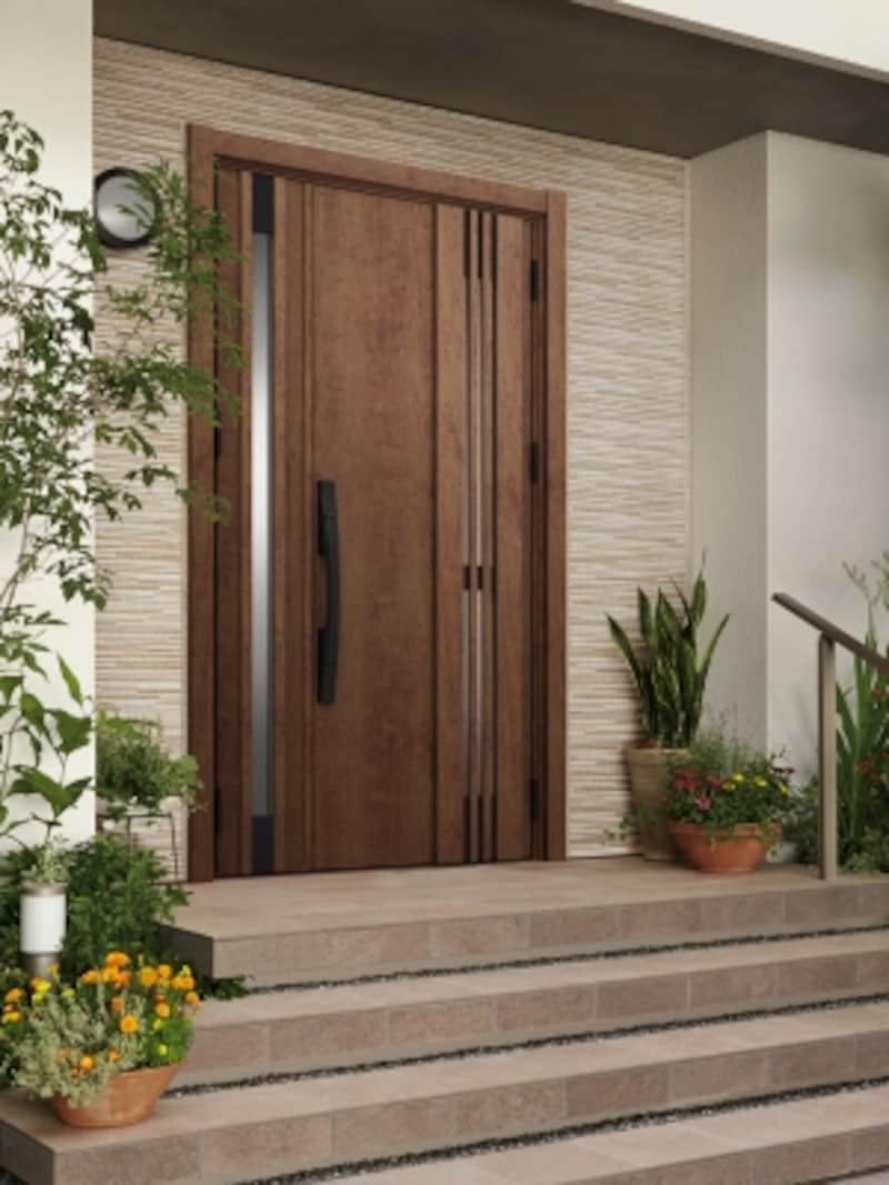 既存の枠を残したまま、上から新しい枠や額縁でカバーして新しいドアを取り付けるため、外壁を壊すことなく1日で簡単に工事を完了することが可能。壁や床を壊す場合に比べて工事代も安価に。[リシェント玄関ドア3]undefinedLIXILundefinedhttp://www.lixil.co.jp/