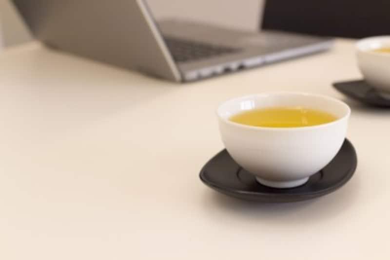 緑茶を水筒で飲む