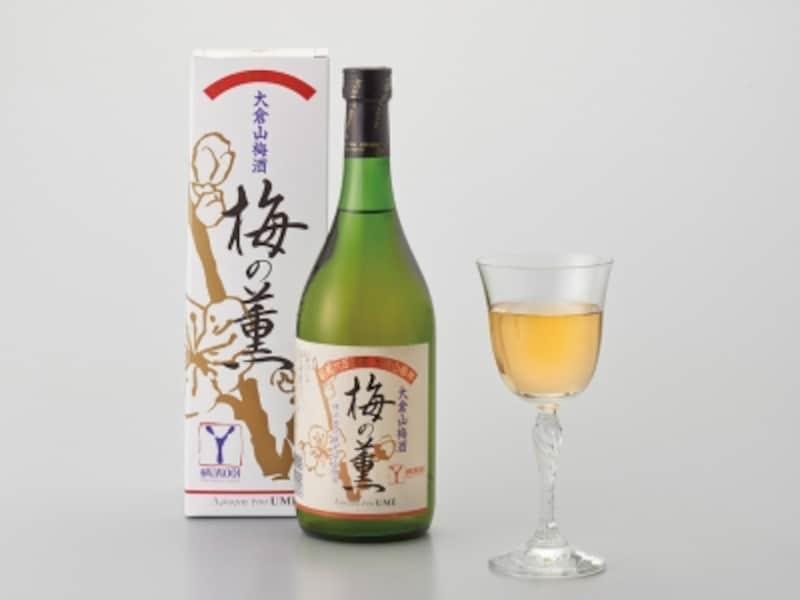 大倉山梅酒「梅の薫」は、1991年の梅林開園60周年記念事業として、大倉山梅林にある「白加賀」実を手もぎで収穫して漬け込み、製造販売をスタート。アルコール度数はワインとほぼ同じ13度、やや甘目で濃厚な味わい。大倉山観梅会では前年の梅を使った新酒が先行販売されます(画像提供:横浜市港北区地域振興課)