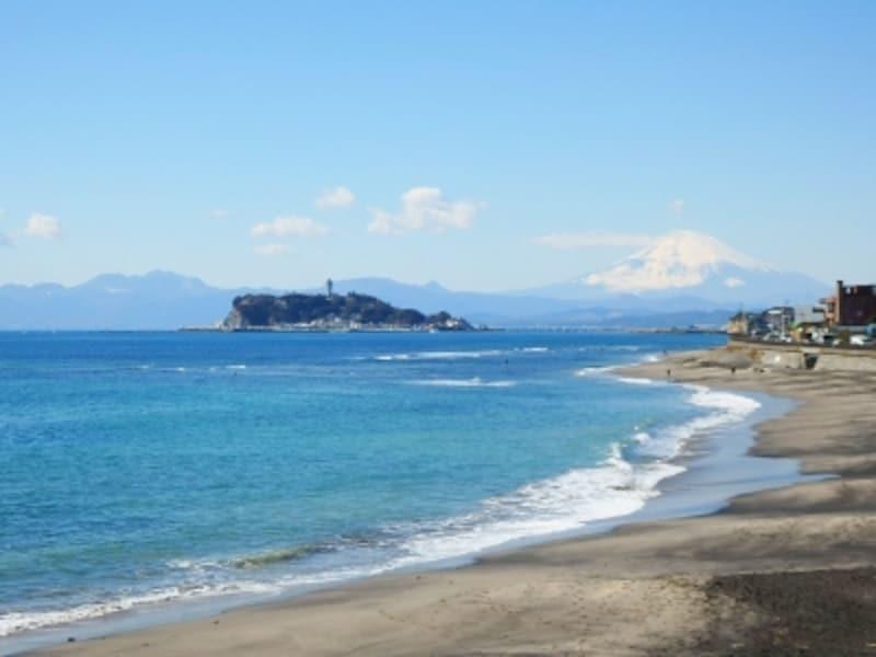 稲村ヶ崎から望む七里ヶ浜、江ノ島、富士山