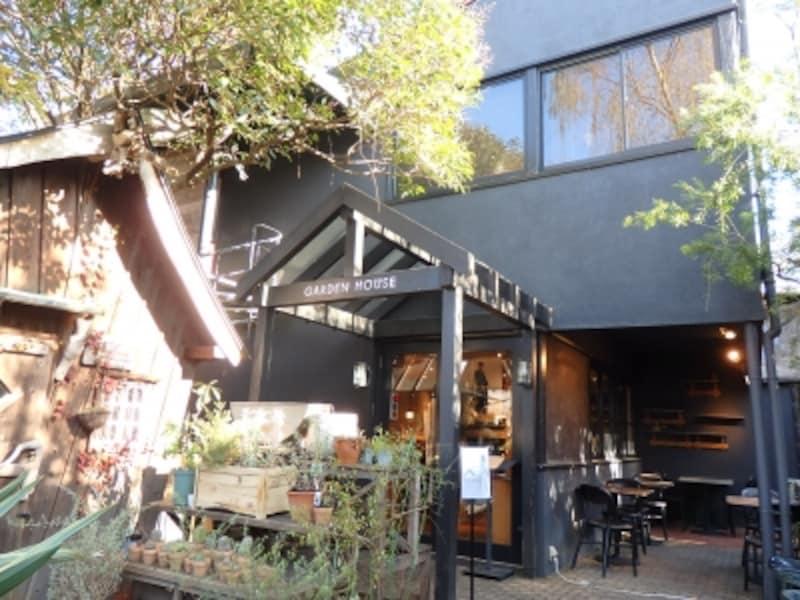 ガーデンハウスレストランのアプローチ