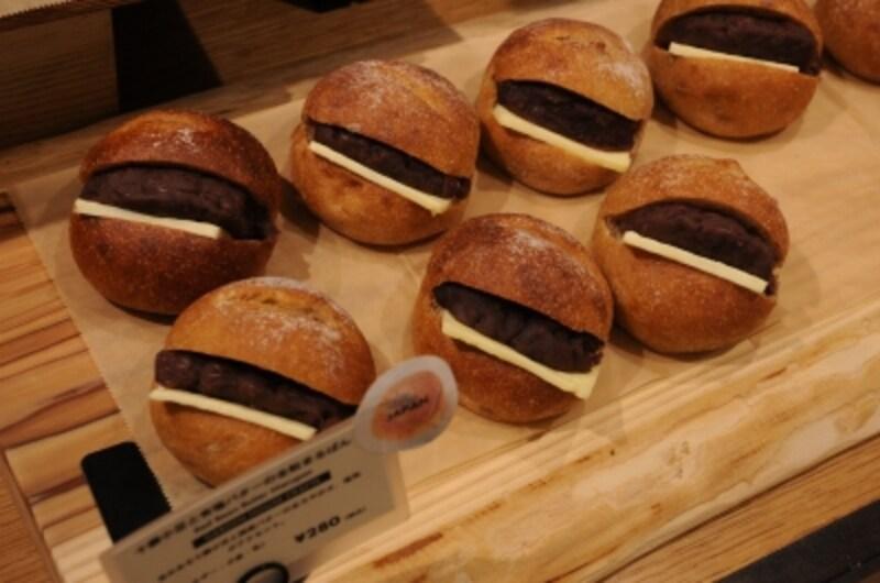 GARDENHOUSECRAFTSの十勝小豆と有塩バターの全粒まるぱん(280円)