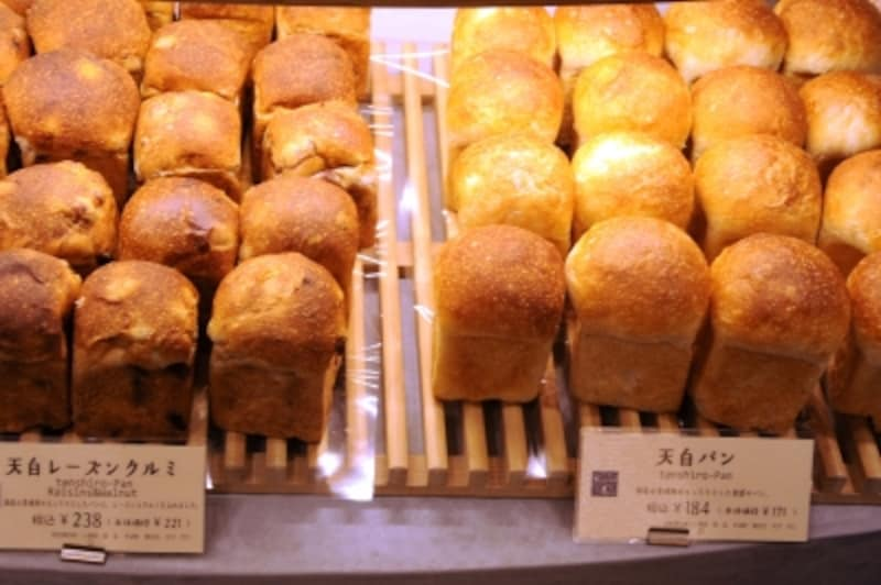 天白(てんしろ)パンと天白レーズンくるみ