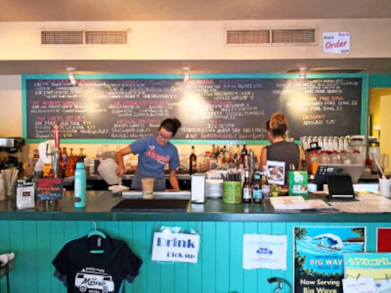 2018年にオープンしたカフェ・モーリーズ。エッグベネディクトやフライドライスが美味