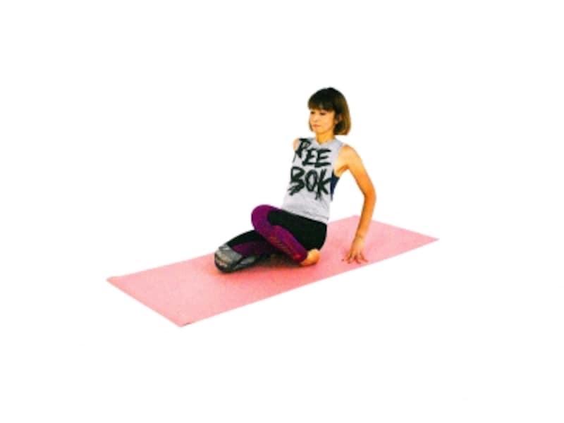 足首、足の甲のパヴァナムクタ・アーサナ3undefined左膝を持ち上げ、足の甲や足くび、脛を伸ばします