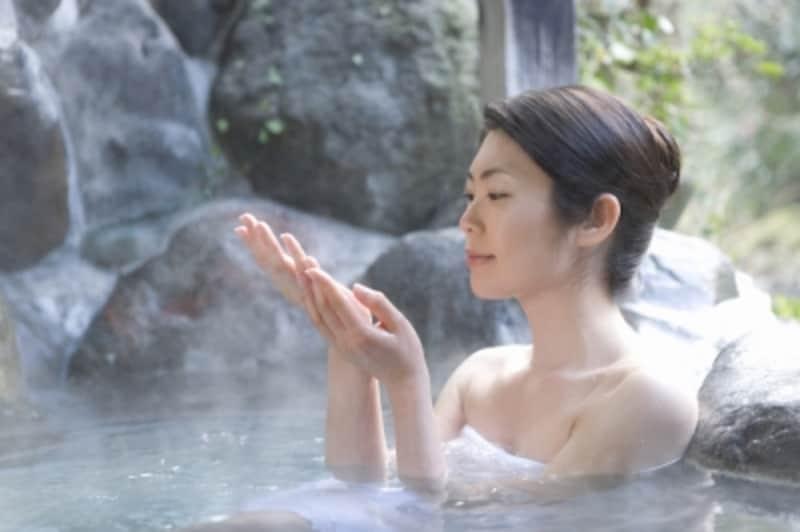 日帰り旅行にもおすすめの箱根で、のんびり温泉を楽しむ(イメージ)