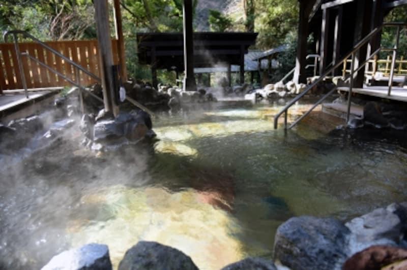 大浴場の岩風呂(女湯)