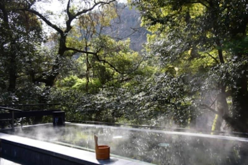 大浴場の開放的な「見晴湯」(男湯)