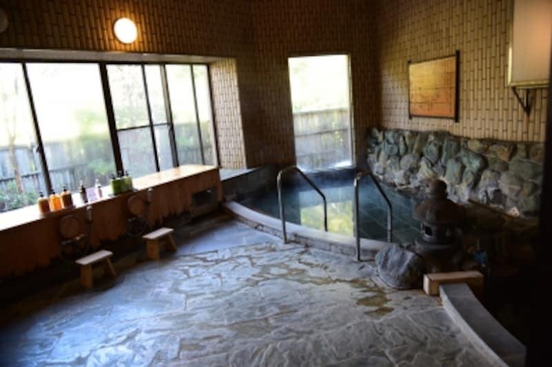 2種類の湯が楽しめる「ゆとりろ庵」の大浴場(女湯)